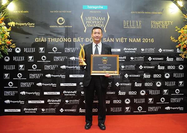 """Tổng giám đốc dự án Celadon City - Chow Chee Fan nhận """"Giải thưởng bất động sản Việt Nam 2016"""""""